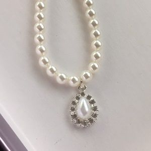 Jewelry - Classic White Simulated Pearls Necklace